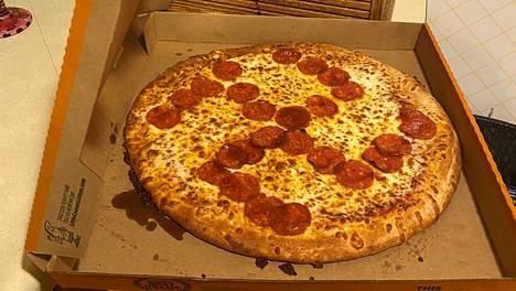 Pizzalaatikon sisältö järkytti Laskan pariskuntaa.