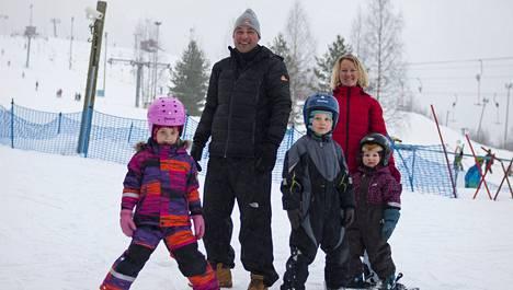 Niemelän perhe liikkuu aktiivisesti ja syö säännöllisesti.