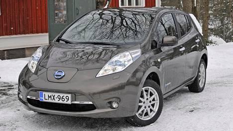 Kuvassa 30-kilowattinen Nissan Leaf Suomen talvessa.