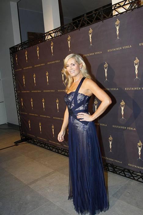 Anne Kukkhovi oli valinnut juhla-asukseen Mikael Aghalin puvun.