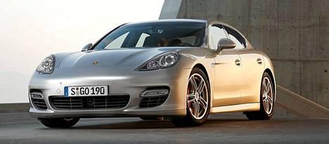 Arkistokuvassa Porsche Panamera Turbo.