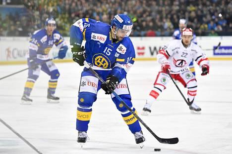 Viime kaudella Ruutu pelasi Davosin paidassa.
