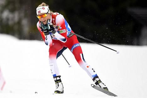 Johaug saavutti Seefeldissä kolme henkilökohtaista kultamitalia ja viestihopean.