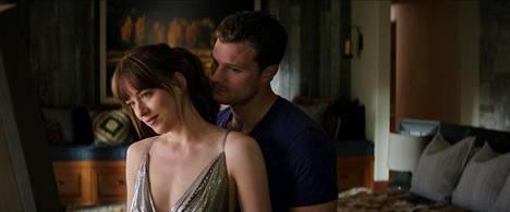 Anastasia (Dakota Johnson) ja Christian (Jamie Dornan) rakastelevat yhä paljon.