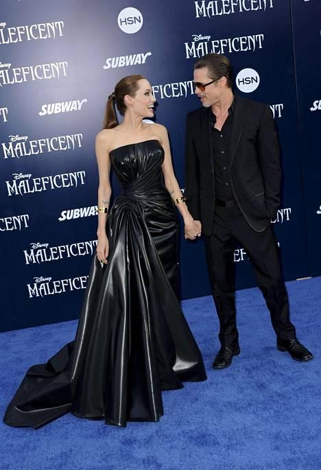 Angelina Jolie ja Brad Pitt Pahatar-elokuvan ensi-illassa vuonna 2014.