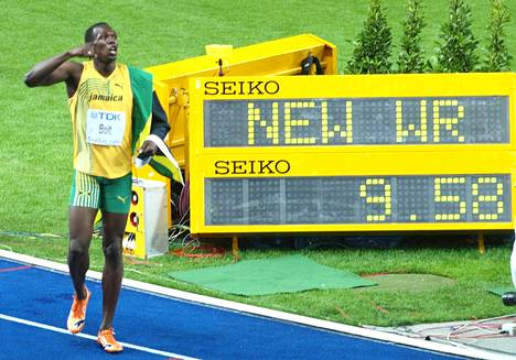 Vuotta myöhemmin Berliinin MM-kisoissa 2009 Boltista tuli ensimmäinen mies, joka on ollut yhtä aikaa hallitseva mestari niin olympialaisten kuin MM-kisojen 100 ja 200 metrillä. Bolt teki Berliinissä edelleen voimassa olevat 100 ja 200 metrin maailmanennätykset (9,58 ja 19,19) ja juoksi maailmanmestariksi myös pikaviestissä.