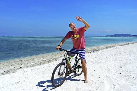 """– Olen """"on permanent vacation"""", pysyvällä lomalla, määrittelee Kimmo Pekari."""