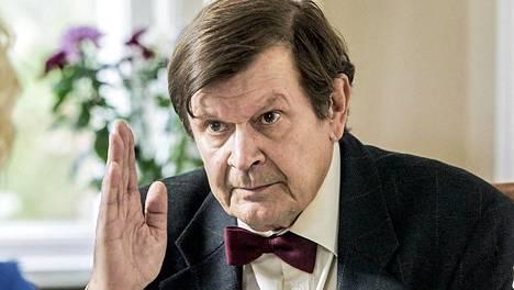Heikki Kinnunen näyttelee Penttiä, joka ei ole tottunut käymään treffeillä.