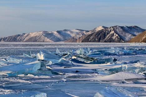 Baikal-järvellä vallitsevat talvella hyytävät kelit. Arkistokuva.