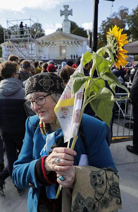 Tallinnalainen Anne-Malle Hallik oli katsomassa paavia.