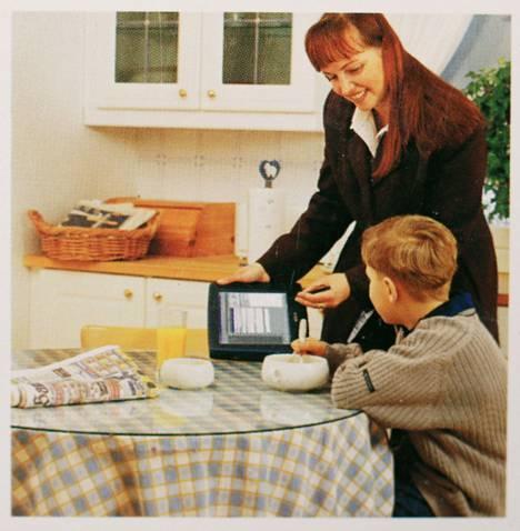 Laitteen suunniteltu kohderyhmä olivat kuluttajat ja perheet, mistä ohjekirjan takakansi kertoo.
