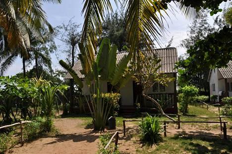 Jokelainen vietti muiden matkalaisten tavoin kaikki yöt bungalowissaan, yhteisestä sopimuksesta.