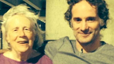 Peter Theo Curtis tapasi ensimmäisenä äitinsä Nancy Curtisin tiistaina. Curtisia pidettiin vankina 22 kuukautta.