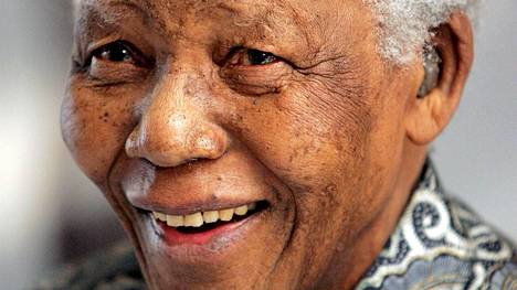Mandela saa muistopatsaan Pretoriaan.