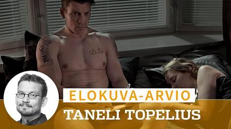 Jare (Antti Holma) yrittää yhdistää rap-tähteyden ja arjen Nooran (Saga Sarkola) kanssa.