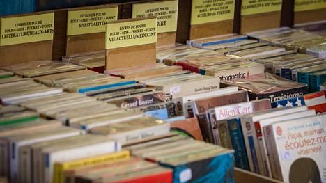 Esimerkiksi vanhaan tekniikkaan tai sodanaikaisiin asioihin liittyvät tietokirjat kiinnostavat antikvariaateissa.