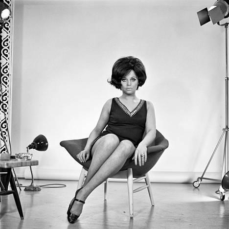 Carola kuvauksissa vuonna 1968.