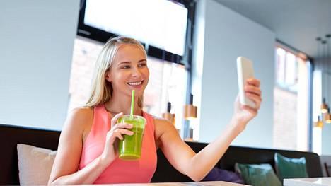 Sosiaalisessa mediassa tietynlainen ruokavalio yhdistyy monesti tietynlaiseen ulkonäköön. Kaikkeen sisältöön on viisasta suhtautua terveellä kritiikillä.