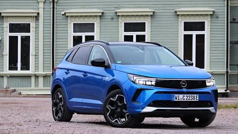 Opel uusi Vizor-niminen keulailme saavutti uudistuneen Grandlandin.