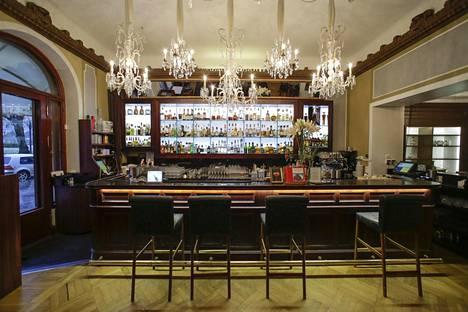 Kultakauden taiteilijat kokoontuivat tunnetusti Hotelli Kämpin alakerran ravintolassa.