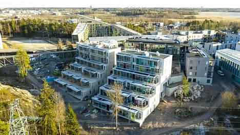 Helsingin Viikinmäkeen noussut kerrostalo selvisi rakennusyhtiön konkurssista uuden omistajan avulla.