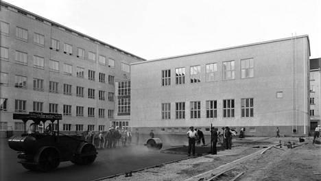 Nykyisen Ressun peruskoulun pihaa viimeisteltiin vuonna 1939.