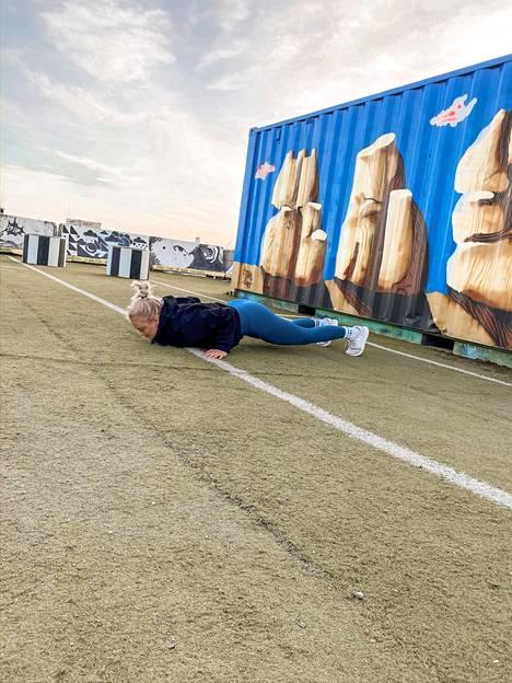 Punnerrukset, burbeet jne. – kehonpainolla voi treenata missä tahansa.