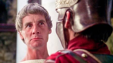 Monty Python -ryhmään kuuluvalla näyttelijällä Michael Palinilla oli Brianin elämässä useita eri rooleja. Hän esitti muun muassa Pontius Pilatusta.