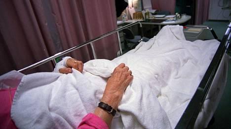 Ylilääkärien mukaan eutanasiaa ei pitäisi ymmärtää vaihtoehtona hyvälle saattohoidolle.