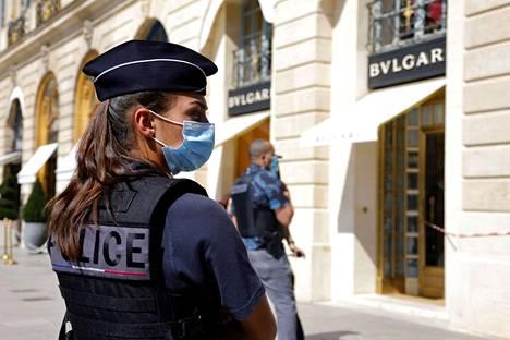 Pariisissa on kuluneena kesänä tehty useita näyttäviä jalokiviryöstöjä.