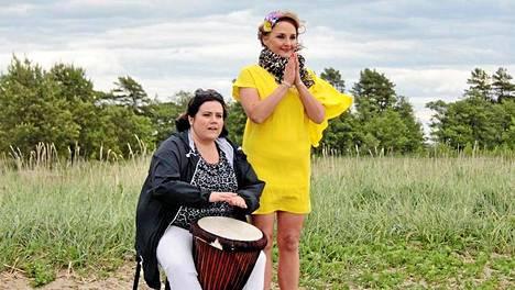 Katja Lappi ja Sanna Stellan Siskonpedin kuvauksissa.