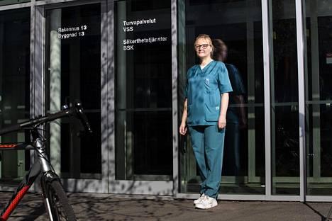 Sofia Salokorpi sai omasta pyynnöstään siirron Meilahden koronaosastolle, kun syömishäiriöisten viikko-osasto suljettiin.