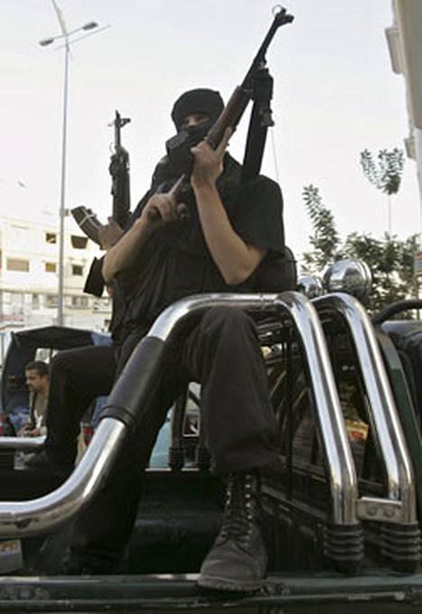 Palestiinalaisalueiden pelätään liukuneen sisällissodan partaalle.