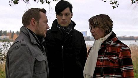 Tänään jakson nimi on Maalari maalaa Kuulille synkkää kohtaloa. Kuvassa: Jarkko Nyman (Sebastian), Tero Tiittanen (Sergei) ja Anneli Ranta (Helena).
