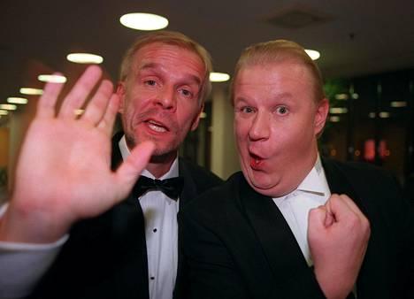 Jukka Puotila ja Jope Ruonansuu juhlistamassa Syksyn Sävelen 30 vuotista taivalta vuonna 1997.