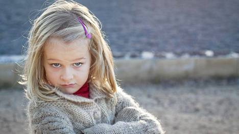 Liian hyvä itsetunto voi tehdä lapsesta ylimielisen. Kuvituskuva.