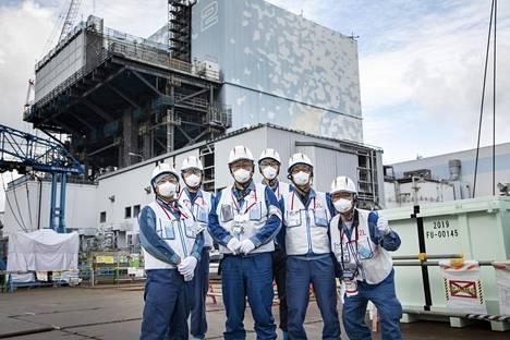Isäntämme Fukushimassa, vasemmalta oikealle: Takahiro Kimoto, Takashi Tsuruta, Kenji Abe, Joji Hara, Nobuhide Kubouchi ja Kazuo Takahashi.