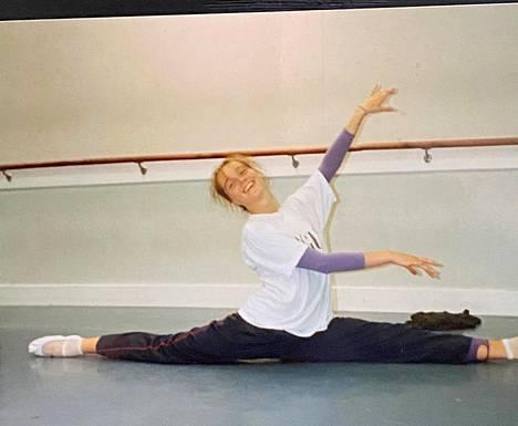 Anitra Ahtola lopetti baletin, koska halusi tehdä muutakin.