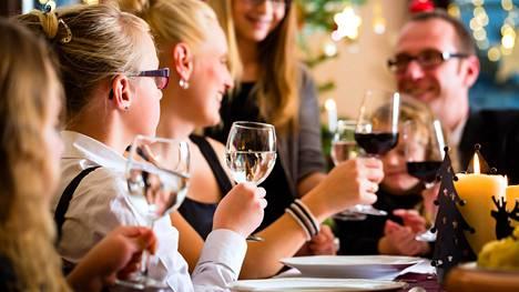 Nuoret ovat valmiita kokeilemaan uusia ruokalajeja jouluna ja luopumaan osasta perinteisistä herkuista.
