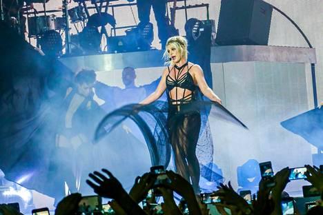 Spears esiintyi viime vuonna Ruotsissa.