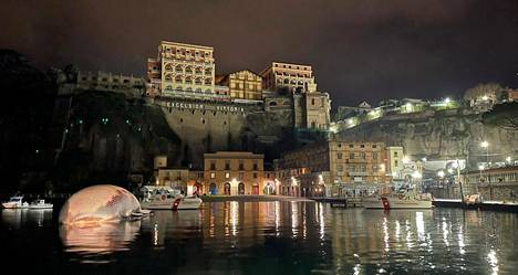 Valaan ruho Sorrentossa, josta se hinattiin Napoliin.