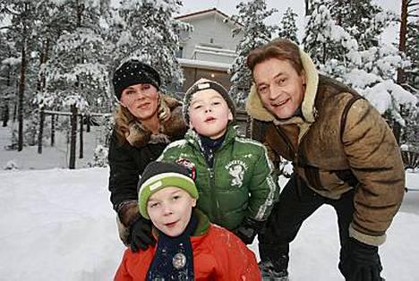 Uutuusohjelma Mikkosten maailma toi sunnuntaina ruutuun lisää kotiäiti Nina Mikkosen ajatuksia.