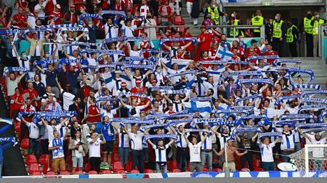 Suomen kannattajat alkoivat huutaa Christian Eriksenin nimeä stadionilla.