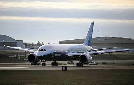 Upouusi Dreamliner lähti koelennolleen Paine Fieldin lentokentällä Washingtonin osavaltiossa.