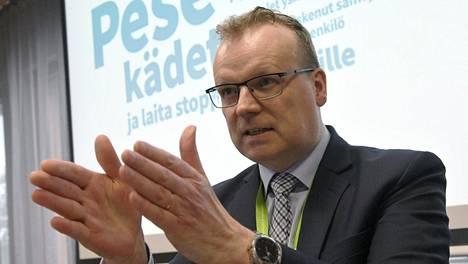 THL:n pääjohtaja Markku Tervahauta Ylellä: Uuden virusmuunnoksen takia ollaan menossa kolmatta epidemiahuippua kohti.