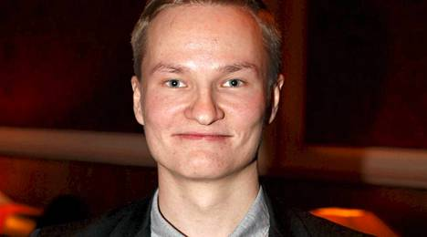 Lauri Pesonen valittiin vuoden 2013 Pokeritulokkaaksi tammikuun Finnish Poker Awards -gaalassa.