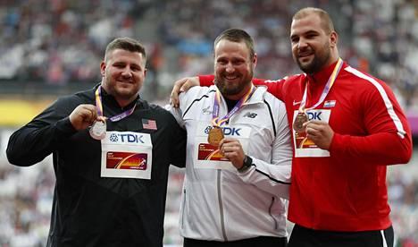 Miesten kuulan MM-mitalit jaettiin maanantaina. Hopeaa sai Yhdysvaltojen Joe Kovacs, kultaa Uuden-Seelannin Tomas Walsh ja pronssia Kroatian Stipe Zunic.