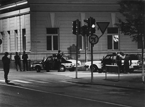 Poliisi pysäytti kaapparin auton Mikkelin torin laitaan. Alkoi tuntikausia kestänyt piiritys.