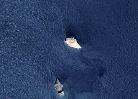 Tämä kuva vuodelta 2007 todistaa, ettei uuden saaren paikalla ollut silloin vielä mitään.