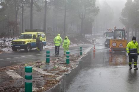 Kova tuuli ja lumisateet vaikeuttivat liikennettä.